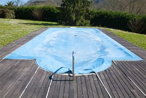How to perform a pool cover repair?