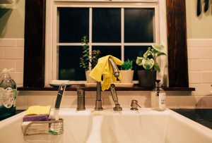 So sparkly: the ultimate guide on how to clean kitchen sinks